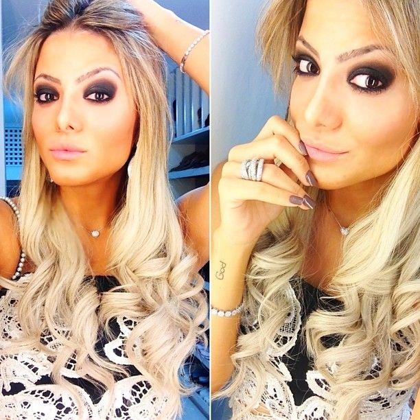 Instagram media by fesena - Ready! ✨ #fesenaemsalvador #meulookmissmano Make-up by @bellezza45