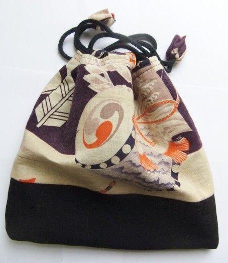 綿地の武運長久、戦陣太鼓の勇壮な縁起の良い絵柄の描かれた子供の着物と、地模様入りの黒の縮緬の羽織を組み合わせて作っています。黒の羽織を、底にあたるところに使い...|ハンドメイド、手作り、手仕事品の通販・販売・購入ならCreema。