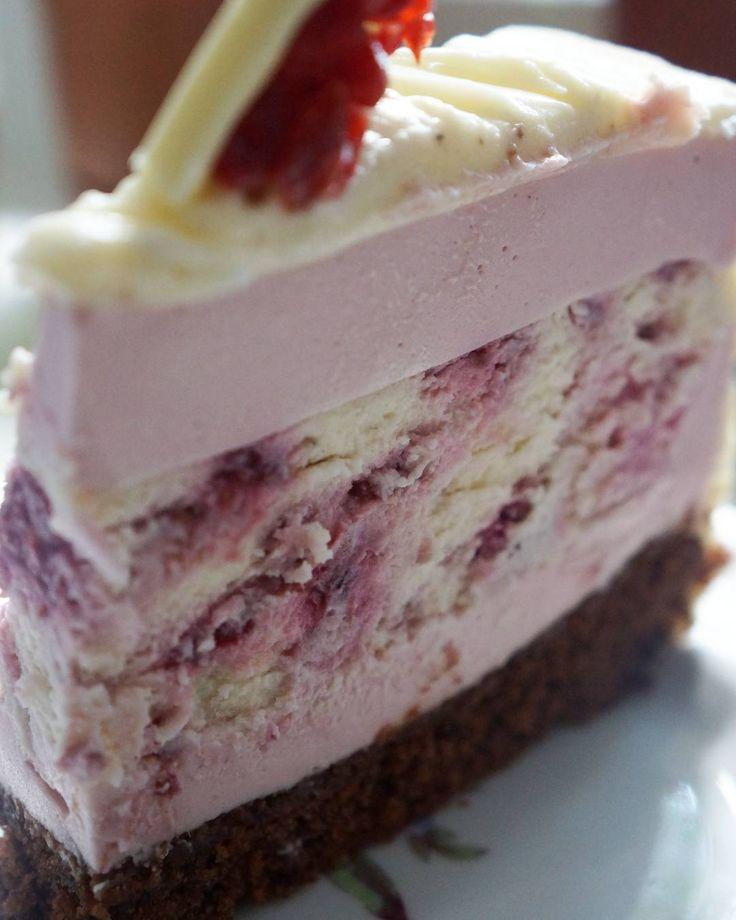 Торт на день рождения тетушки Шоколадный бисквит, чизкейк с малиной, малиновый…
