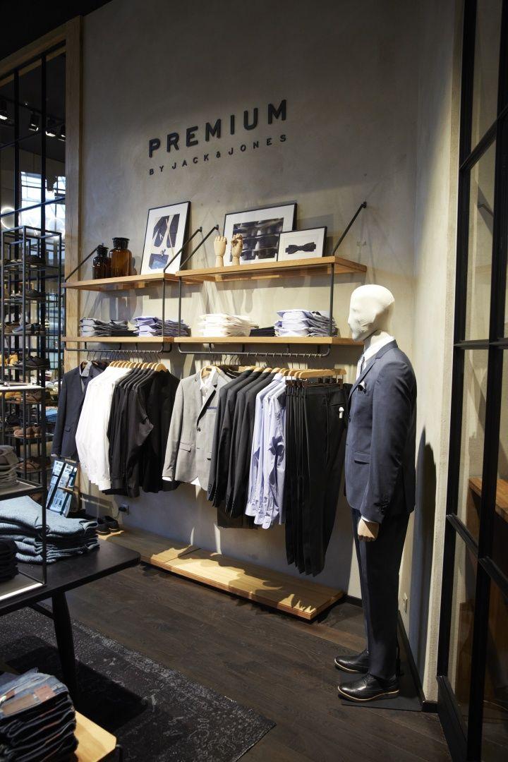 Esta es la interior de tienda de ropa.  Se venden ropa.