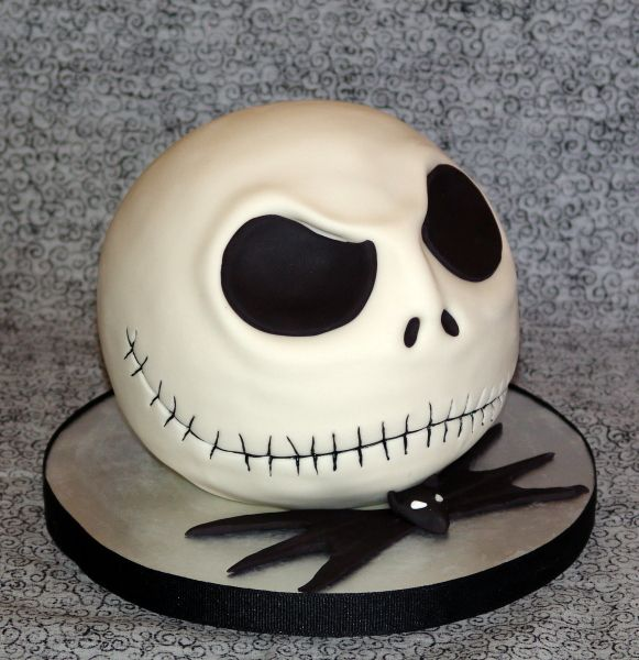 NIGHTMARE BEFORE CHRISTMAS CAKES - @liz z Macias saw this and thought of you!!!