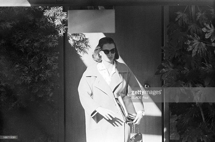 Funeral Of American Actor Gary Cooper. En mai 1961, aux Etats unis, à Los Angeles, lors des funérailles de l'acteur américain Gary COOPER, à l'église du Bon Pasteur, à Beverley Hills et au cimetière de Holy Cross, l'actrice CAPUCINE.