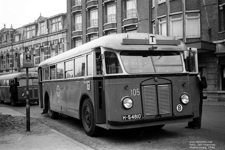 HTM, Den Haag een Kromhout TB-4 - Beijnes van de HTM bus 105 in 1946 op de Stationsweg