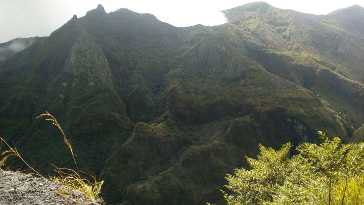 Gunung Kelud (sering disalahtuliskan menjadi Kelut dalam bahasa Jawa; dalam bahasa Belanda disebut Klut, Cloot, Kloet, atau Kloete) adalah sebuah gunung berapi di Provinsi Jawa Timur, Indonesia, yang tergolong aktif. Gunung ini berada di perbatasan antara Kabupaten Kediri, Kabupaten Blitar, dan Kabupaten Malang , kira-kira 27 km sebelah timur pusat Kota Kediri.