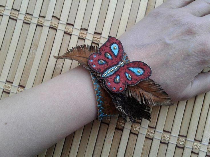 """Браслет  """"butterfly"""", летний вариант, сделан из кожи,с элементами бисера"""