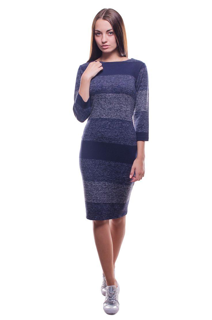 Женское платье с широкой полоской Состав ткани: 60% хлопок 35% полиэстер 5% лайкра. Платье представлено в размерах: M, L. Производство: Турция. Параметры для размера L:  Обхват груди: 80 см; Обхват талии: 80 см; Длина по спине: 98 см. Рукав: длина внутренего шва: 33 см.  Платье длиной до колена имеет полосатый принт, рукав 3/4, горловину лодочку. Изготовлено из приятной теплой ткани. В такой одежде Вы будете изысканны и неповторимы. Купить платье вы можете в синем и бежевом цветах.