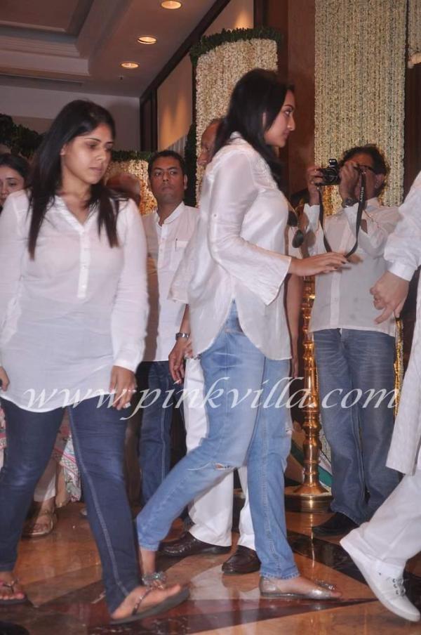 Sonakshi Sinha, Shraddha Kapoor, Tabu at Rajesh Khanna's condolence meet