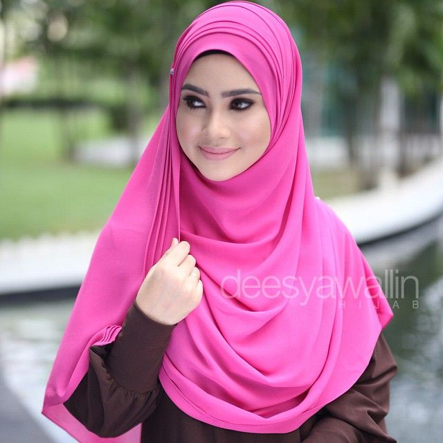 Rumaisa Pleated Shawl Code : DHRPS 005 Price : RM55 (exc postage) Material : Georgette Chiffon Approximately : 1.8 mtr x 28 inch Rectangle Shape For online purchase, kindly PM us on facebook : Closet Heart Official or email us : closetheartshop@gmail.com. Tq emoji #rumaisa #rumaisashawl #wideshawl #chiffon #pleated #pleatedshawl #selendang #lensaroy