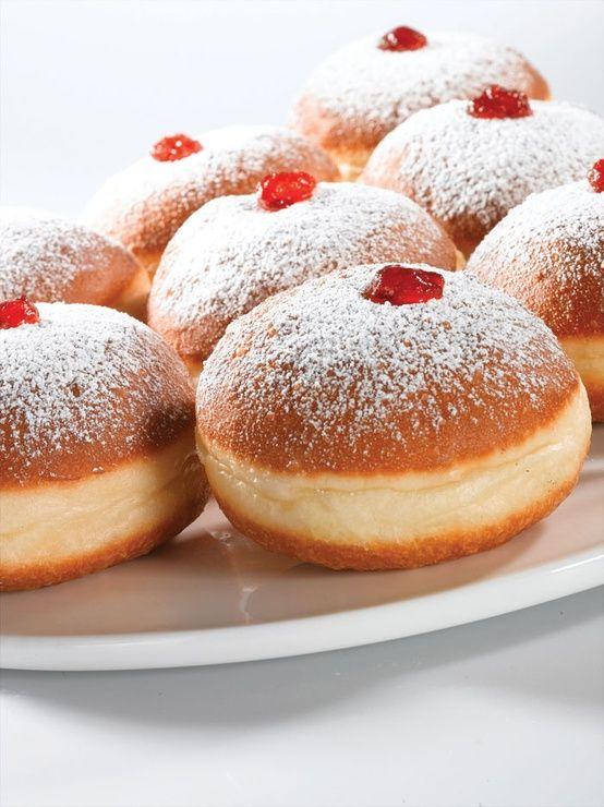 hanukkah dessert recipe - baked Soufganiyot / doughnuts