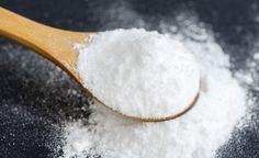(Zentrum der Gesundheit) - Natron kennt jeder. Nämlich als Backtriebmittel für Kuchen, Gebäck und manchmal auch für Brot. Dass Natron auch ein wertvolles Hilfsmittel im Haushalt oder sogar ein wirksames Heilmittel sein kann, ist den wenigsten bekannt. Natürliches Natron wurde früher bei verschiedenen Gebrechen verordnet und seit einigen Jahren ist es erfolgreicher Bestandteil mancher alternativer Krebstherapien.