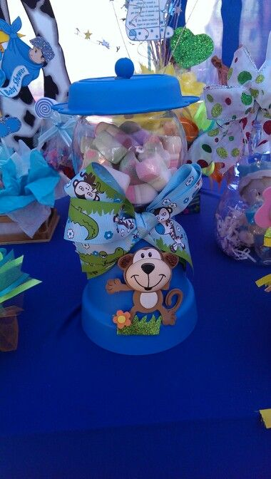 Looking for a baby present and ran across DIY baby shower center pieces so cute!