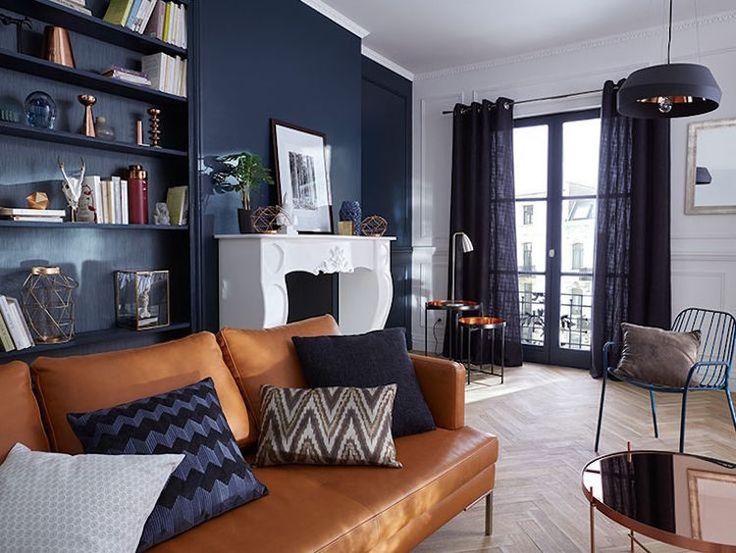quelle-couleur-pour-un-salon-bleu-marine-canape-cuir-marron