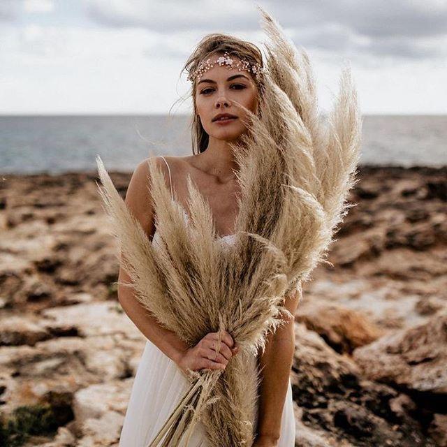 Pampas Grass bouquets 🌾 We are obsessed 😍 . . . Head piece | @la_chia_headpieces  Photography | @chrisandruth  Dress | @victoriaruesche  #bridaldesigner #bridetobe #bridetobe2017 #wedding #2017wedding #weddinginspo #weddingideas #weddinginspiration #bohobride #bohowedding #altbride #altwedding #bridal #bridalwear #bridalstyle #bridalfashion #bridaltrends #bridalgown #weddingdress #weddinggown #love #beautiful #alternativebride #bridalheadpiece #bohocrown #pampasgrass