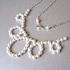 Artículos similares a Collar nupcial moderno lazo perla en Etsy