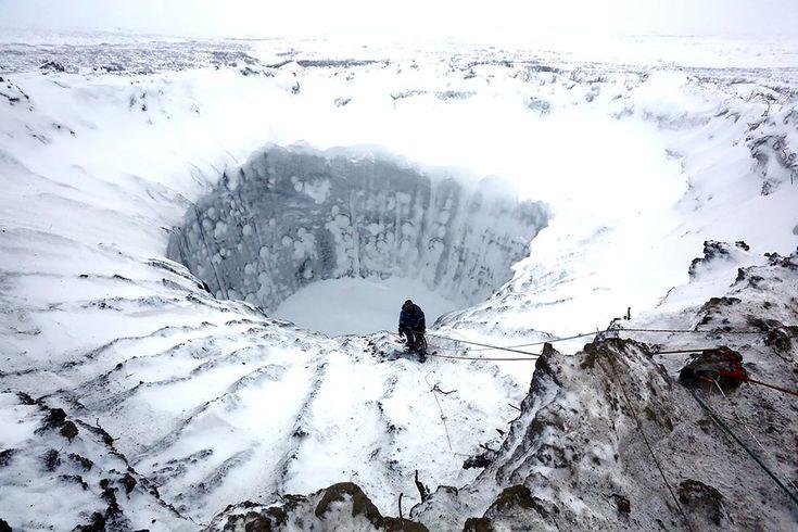 シベリアで巨大クレーターが多数発見された。これによりクレーター出現の謎について、新たな説が浮上している。