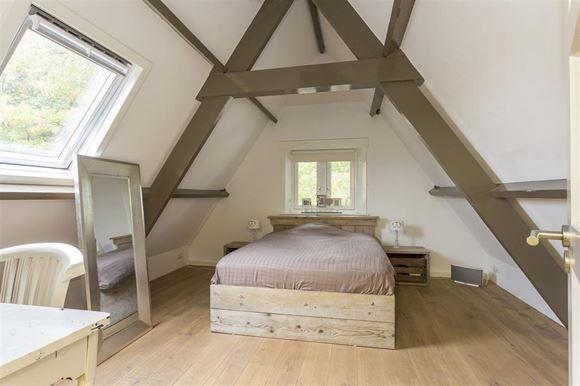 In het zeer gewilde Leusderkwartier gelegen vrijstaande villa. Een prachtig woonhuis met een fantastische afwerking. De woning is gelegen op een kavel van 550 m2. Het woonhuis beschikt over 3 kamers op de begane grond inclusief een mooie eetkeuken...