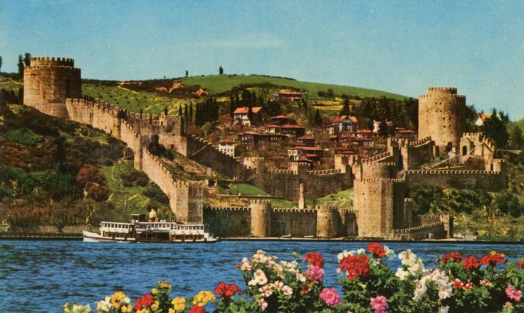 eski bir kartpostaldan Rumeli Hisarı manzarası .