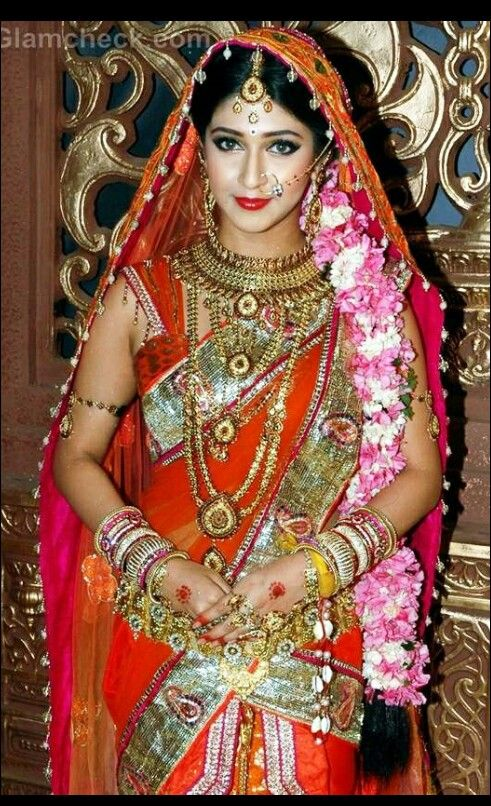 Sonarika bhadoria as parvati in devon ke dev mahadev and wearing lots of jewelry.