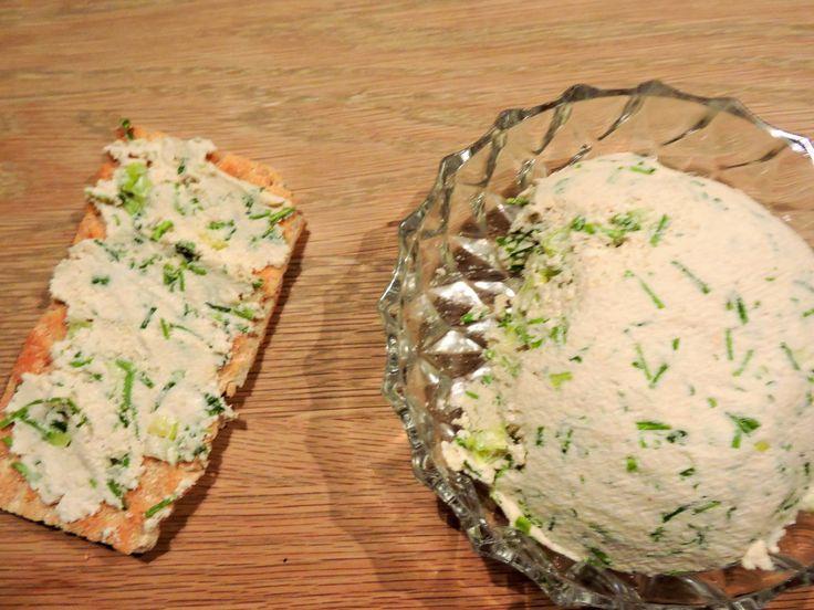 Vegan herb cream cheese