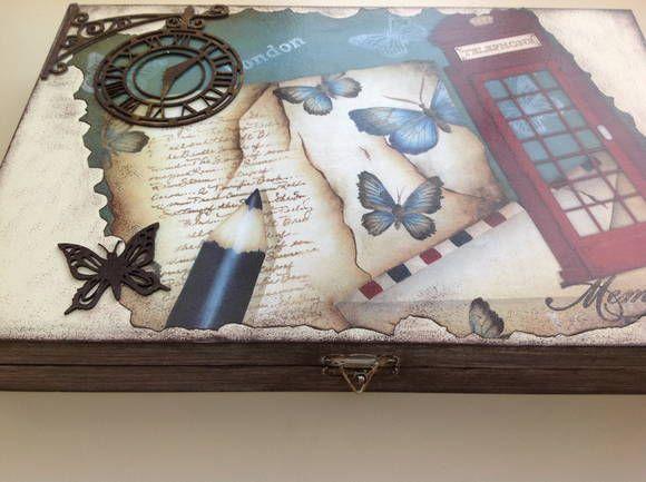 Caixa em madeira pintada com aplicação de carimbos, decoupage e apliques em chipboard. Ideal para guardar seus relógios ou até bijouterias de maneira organizada! R$ 97,00