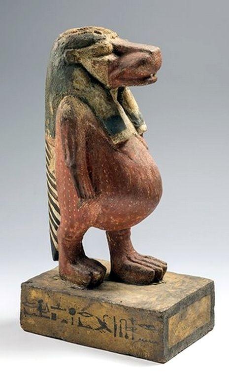 Taweret la diosa era representada como un hipopótamo embarazada, con las patas y orejas de león. Protege el cuerpo, especialmente durante el embarazo y el parto. Por lo tanto,Taweret era una diosa importante para las reinas, porque tenían que dara luz a un heredero sano. Diosa para el hogar  Taweret no era adorado en templos, pero era la diosa doméstica, de la casa. Las pequeñas imágenes de ella se colocaron en una capilla o una casa para proteger a los niños pequeños.