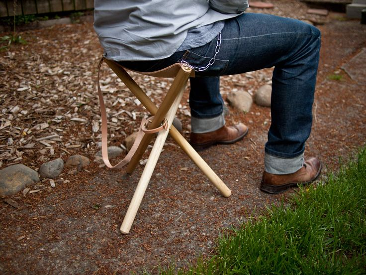 How to make a Victorian Era Folding Tripod Chair  -I'll recommend this to everyone who is envious of my seat-cane.