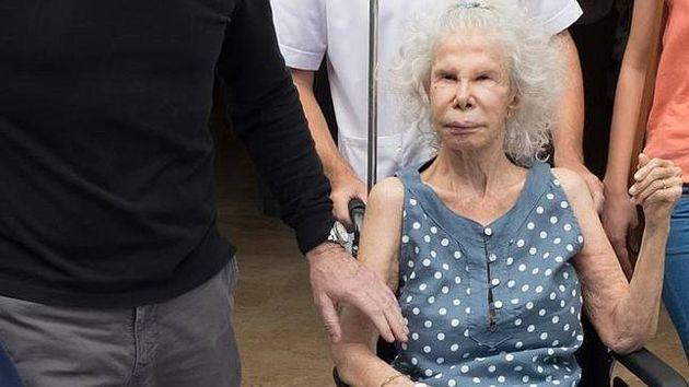 La Duquesa de Alba es ingresada en la UCI de un hospital de Sevilla por empeoramiento de su salud