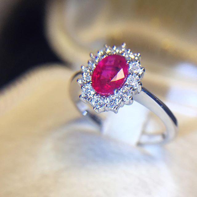 Anello in oro bianco con rubino 1,03ct e diamanti 0,51ct - MIRCO VISCONTI - Cicala.it