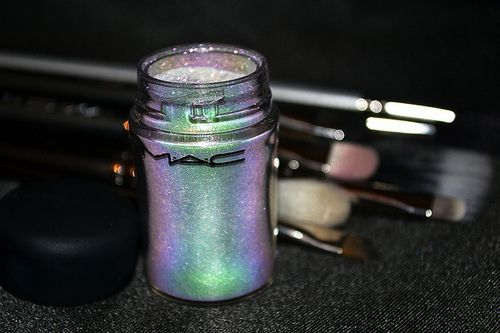 mac pigment holographic & shineyy (HOLOsexual?) pinterest | @heartyyx
