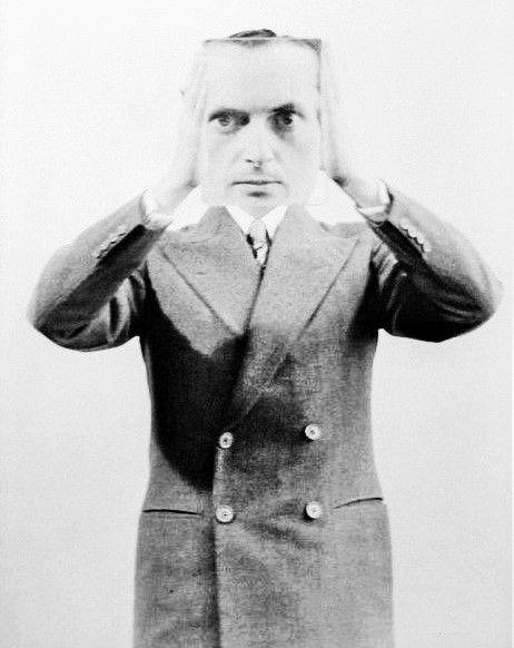 surrealism 이 portraits by man ray (paris I907 † paris I997) la photographie surréaliste en noir et blanc, sujet et effet du miroir déformant