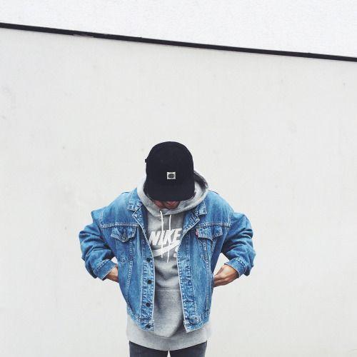 Skatewear. Macho Moda - Blog de Moda Masculina: SkateWear: 5 Itens que estão em alta pro Visual Masculino. Moda Masculina, Roupa de Homem, Roupa de Skate Masculina, Roupa de Skate para Homens, Moda para Homens, Moletom de Capuz Nike Cinza, Jaqueta Jeans Masculina