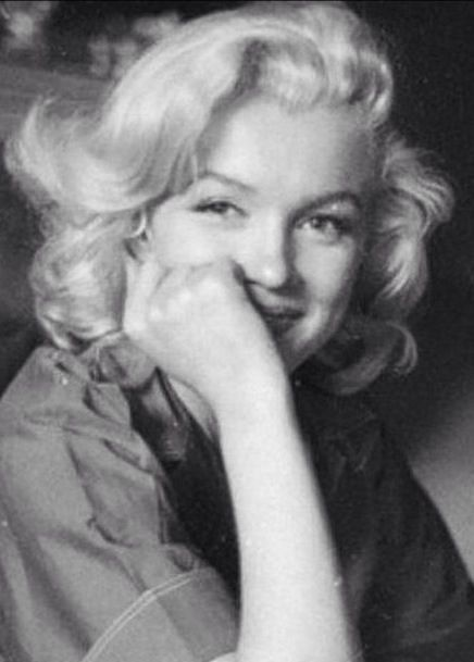 Marilyn Monroe // Milton Greene-Her eyes are actually smiling. For this moment she is happy.