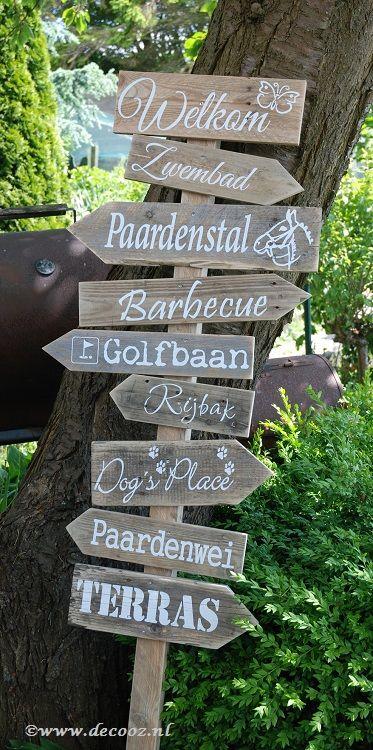 Unieke wegwijspaal, Ibiza paal, Ibiza tekstbord, gipsy stijl, bord met pijlen, ibizapijlen