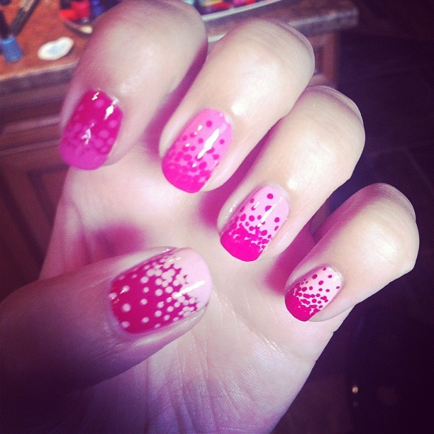 We love Valentine's Day inspired nail art! @breemistol dots pink