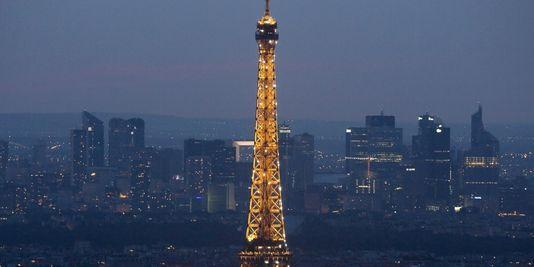 Air de Paris : la pollution mise en évidence dans une vidéo accélerée - Pour évaluer la densité de pollution dans l'air de Paris, une association, France nature... - Le Monde