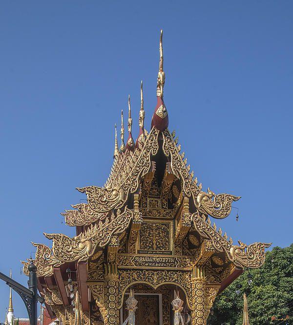 2013 Photograph, Wat Saen Muang Ma Luang Ho Trai Gable, Tambon Sri Phum, Mueang Chiang Mai District, Chiang Mai Province, Thailand, © 2013.  ภาพถ่าย ๒๕๕๖ วัดแสนเมืองมาหลวง เหน้าจั่ว หอไตร ตำบลศรีภูมิ เมืองเชียงใหม่ จังหวัดเชียงใหม่ ประเทศไทย