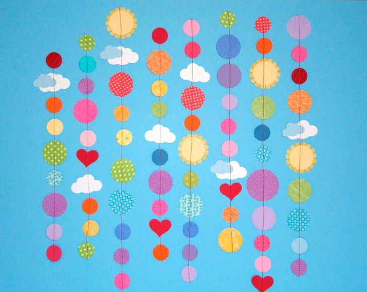 Crafting with Kids: Paper Garlands - Artesanías con los niños: Guirnaldas de papel