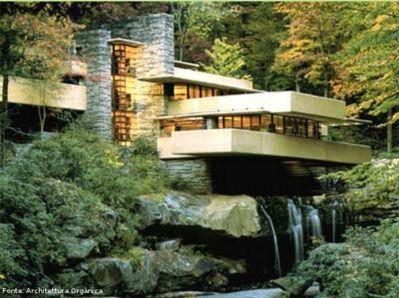 """""""Casa da Cascata"""" (1936-1939) do arquiteto norteamericano Frank Lloyd Wright (1867-1959), ilustra bem a arquitetura orgânica, uma casa projetada de modo que se integre harmoniosamente à paisagem. Esta superaria o racionalismo, o funcionalismo e o maquinismo. Formado em um meio diferente do racionalismo e da Bauhaus, Wright provinha da escola americana de Louis Sullivan.  <br/><br/> Palavras-chave: casa da cascata, frank lloyd wright, arquitetura orgânica, racionalismo, louis sullivan"""