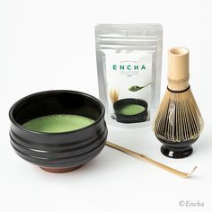 Matcha set to prepare, whisk and enjoy a bowl of hot Encha organic matcha tea every day. Classic and elegant. It is also a perfect matcha gift set.