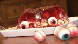 Götterspeise mit Süßigkeiten Augen; Halloween