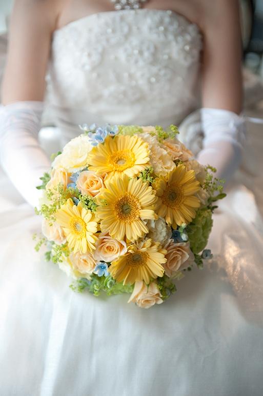 フォトギャラリー|結婚式の撮影なら渋谷写真館にお任せください。黃色捧花
