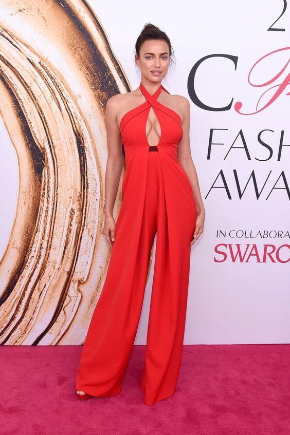 Qual sapato usar no seu look de festa. Look all red, todo vermelho, macacão vermelho, sandália plataforma vermelha