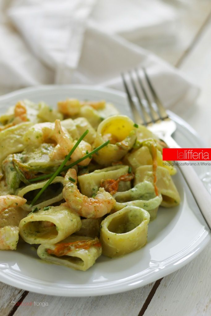 Calamarata con gamberi, fiori di zucca e zucchine - Ricetta veloce