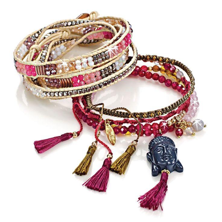 Handgearbeitet! Helle eingeflochtene Perlen in Rosa- und Silbertönen, vereint an einem zarten Wickelarmband, verschließbar mit einem kupferfarbenen Knopf.