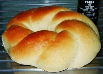 http://www.rosas-yummy-yums.blogspot.gr/2005/10/massa-sovada-portuguese-sweet-bread.html MASSA SOVADA - PORTUGUESE SWEET BREAD