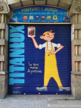 """JUANITO FOREVER  Otra obra de Berok para TITAN. Esta vez es la persiana de """"Pintures Jordi"""" decorada con  nuestro Juanito: y es que él se lo merece....  www.titanlux.es  http://www.pinturesjordi.es/  http://www.berok.es/en/"""