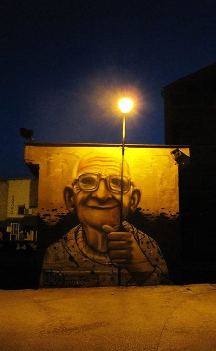 Un sourire apporte tellement de lumière ! / Street art.