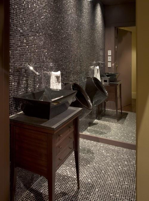 Mod bathroom w/urinal