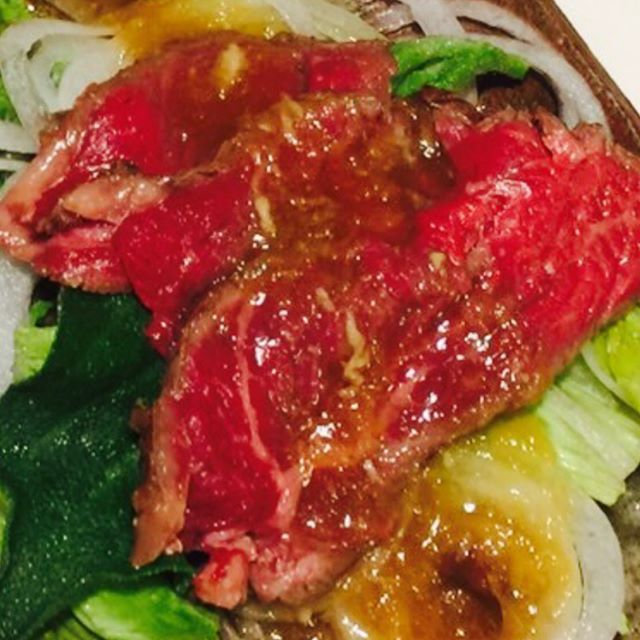 ゚+.(ノ*・ω・)ノ*.オハヨオォォ☆゚︎・:*☆︎ 昨日は山歩きからの🚗羽曳野の道の駅へ✨ はじめましての…趣味で畑されてる方に島根のお野菜『あすっこ』を頂きました!!道の駅で買った粗挽きウインナーとあすっこでペペロンチーノ🍝美味しく頂きました🙇🏼♀️ #牛肉たたき…男子達おかわりねww #肉#アイスプラント #無人野菜店←穴場を見つけたよ #生ニンニク新玉ねぎすりおろし和風ダレ #お弁当 #男子弁当 #おうちごはん #唐揚げ #だし巻き玉子 #人気のカレーパン #野沢菜パンもgood🎶 帰るとすぐ息子の胃袋へ…( ˙◊︎˙◞︎)◞︎ 今週もぼちぼち がんばっていきましょー😎🤘