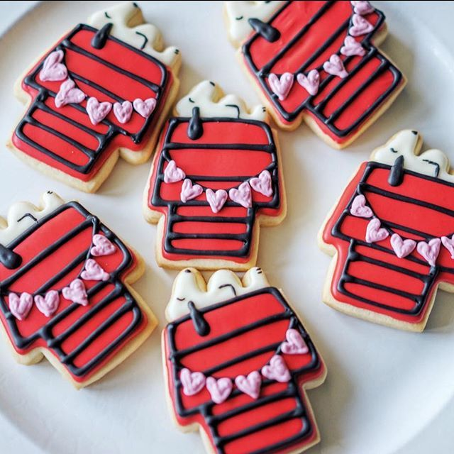 More Snoopys Happy Valentine's & President's Day weekend y'all @thedessertpantry [Snoopy Cookie Cutter] #cookiecutterkingdom